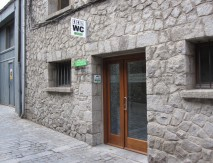 Aseo público autolimpiable adaptado a local existente en Vielha Vall d'Aran